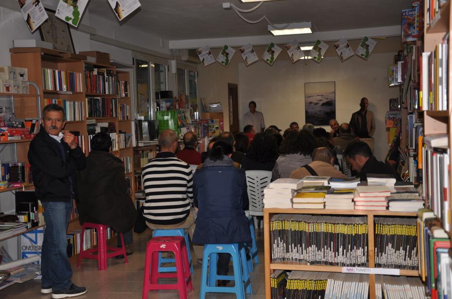 """Presentazione """"La zona grigia"""" con gli Humaniora (Porto Torres 13/12/2010)"""