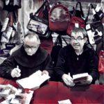 """Giampaolo Cassitta e Padre Salvatore Morittu al """"firma copie"""""""